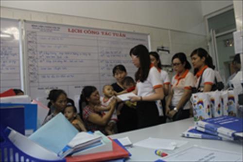YNNO Pharma tặng quà cho các bệnh nhân nhi có hoàn cảnh khó khăn nhân ngày 1/6/2015